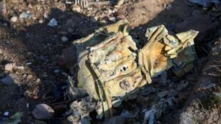 Destroços do Boeing 737 da Ukraine International Airlines que caiu na quarta-feira (8) depois da decolagem em Teerã.