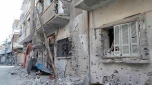 Centro histórico da cidade de Homs, foco da contestação do regime de al-Assad, está destruído pelos bombardeios do Exército.