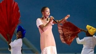 La chanteuse malienne Rokia Traoré lors de la cérémonie de clôture de la CAN 2019.