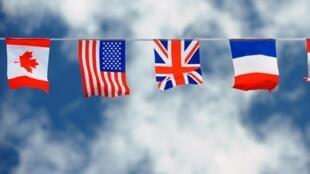 A Ouistreham, partout flottent les drapeaux des pays alliés qui ont participé au débarquement du 6 juin 1944.