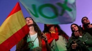El partido de extrema derecha Vox obtiene 24 escaños en el Congreso español.