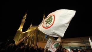 Manifestation des partisans du Premier ministre sortant Saad Hariri, contre la nomination de Najib Mikati, près de la mosquée Al-Amine à Beyrouth, le 25 janvier 2011.