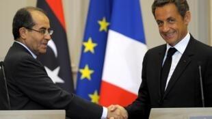 O presidente francês, Nicolas Sarkozy, recebeu quarta-feira 24 de agosto, o primeiro-ministro do Conselho Nacional de Transição (CNT), o líbio Mahmoud Jibril.