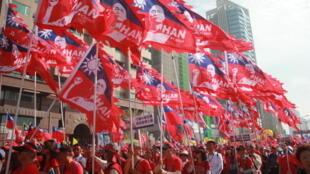 支持国民党候选人韩国瑜2020年参选总统的游行队伍 Le défilé de soutien à Han Kuo-yu, candidat du parti nationaliste chinois (KMT) aux élections présidentielles taïwanaises de janvier 2020.