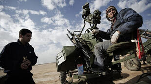 Libyan rebels prepare an anti-aircraft weapon to meet forces loyal to Moamer Kadhafi in the city of Ajdabiya on Thursday.