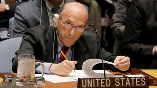 El representante estadounidense para Venezuela, Elliott Abrams, lamentó que 'algunos miembros de este Consejo continúan protegiendo a Maduro y sus cómplices', este 28 de febrero de 2019 en la sede de la ONU, Nueva York.
