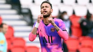 La star du PSG Neymar vient d'ouvrir la marque contre Lens, le 1er mai 2021 au Parc des Princes
