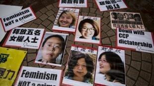 2015年4月11日香港声援五名被捕女权人士行动中打出被捕者照片:李婷婷(上左),韦婷婷(上右),王曼(下左),武嵘嵘(下中)和郑楚然(下右)