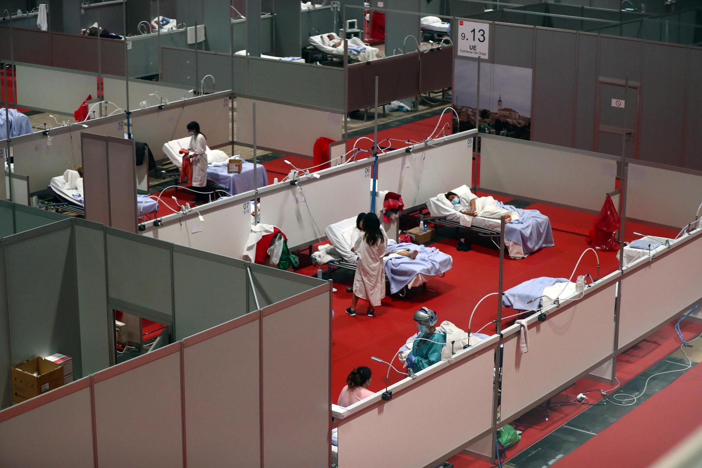 Trung tâm hội nghị được chuyển thành một bệnh viện tạm thời chữa trị bệnh nhân dịch Covid-19, Madrid, Tây Ban Nha, ngày 02/04/2020