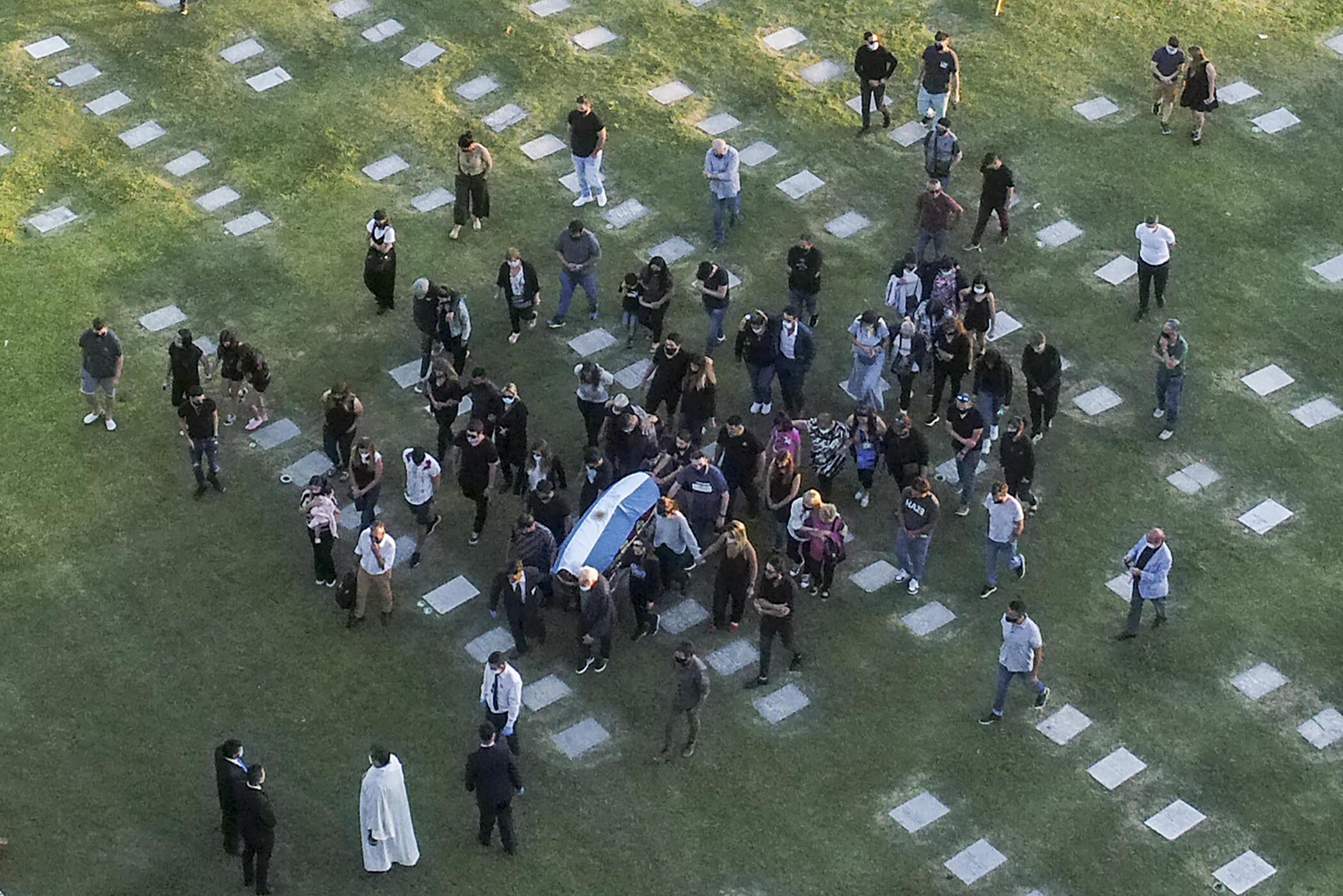 26 ноября 2026 года, похороны Диего Марадоны.