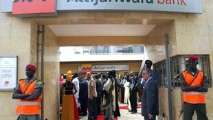 Inauguration d'un bureau du groupe marocain Attijariwafa bank, à Dakar, le 7 juillet 2006.