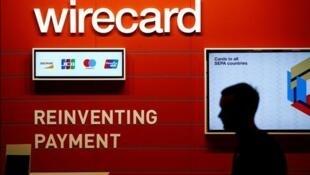 """""""وایرکارد"""" یک مؤسسۀ خدمات مالی است که علاوه بر پرداخت پول از طریق اینترنت، کارتهای اعتباری را نیز مدیریت میکند."""