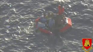Um barco com mais de 200 imigrantes naufragou nesta sexta-feira, 11 de outubro, ao sul de Malta, a cerca de 60 milhas de Lampedusa.