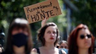 Pour les féministes, dont certaines ont manifesté mardi à Paris, les nominations de Gérald Darmanin et d'Eric Dupond-Moretti sont un mauvais signal.