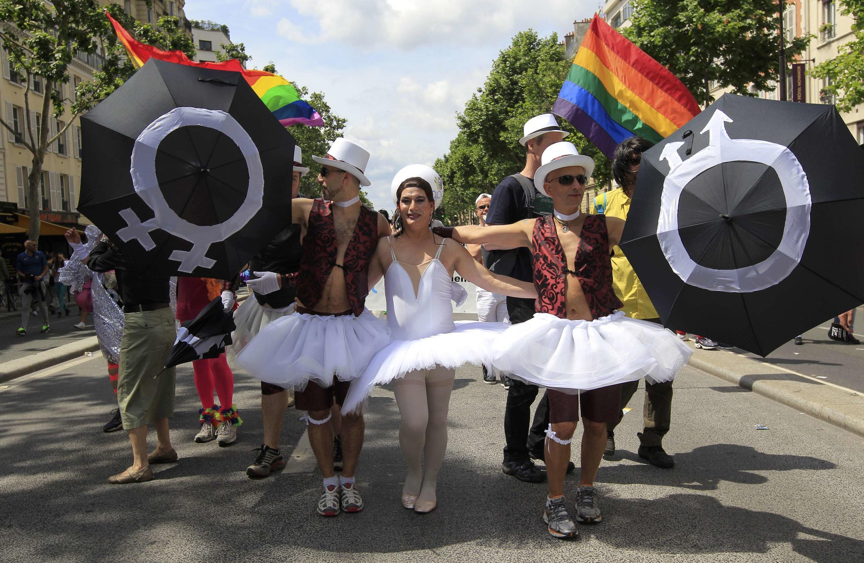 Участники гей-парада в Париже 29/06/2013