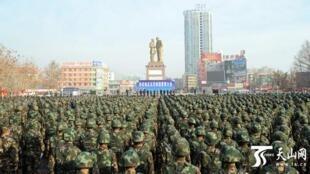 图为新疆和田Xinjiang,Hetian2017年2月16日召开反恐誓师大会