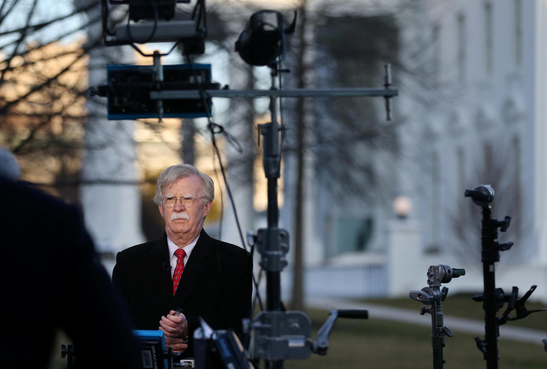 Cố vấn An ninh Quốc gia Mỹ John Bolton chuẩn bị cho cuộc phỏng vấn trên đài Fox News. Ảnh tại Washington, 5/03/2019.