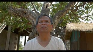 Dans «Angkar», Neary Adeline Hay confronte son père à son passé. Elle le filme dans le village du Cambodge où il a été déporté par les Khmers Rouges.