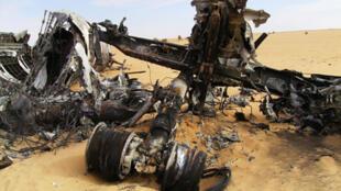 La carcasse de l'avion de la drogue échouée dans le désert malien.