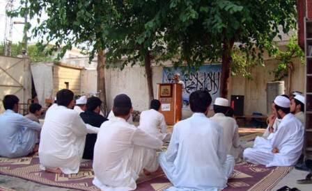 در افغانستان مدارس کوچک و بزرگ بسیاری به تدریس علوم دینی مشغولند