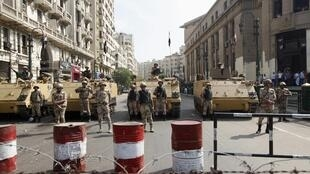 Militares em frente a Corte de Justiça, na capital Cairo na última semana.