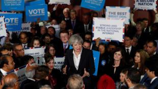 Terrorismo e Brexit devem influenciar o voto dos eleitores britânicos na próxima quinta-feira (08).