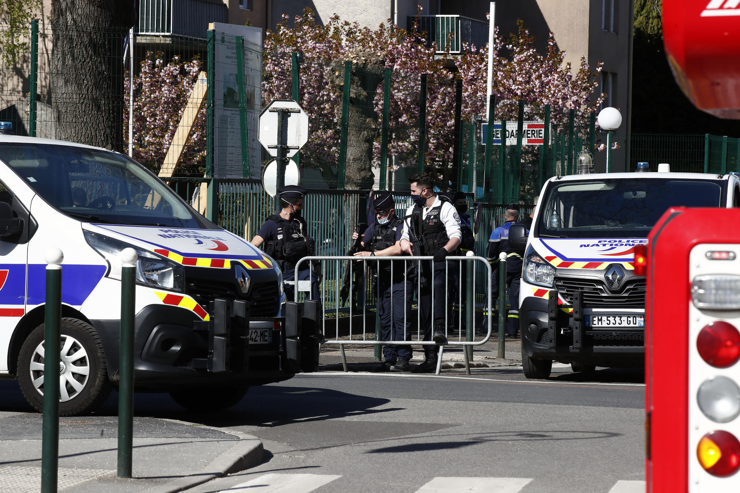 france rambouillet attaque police