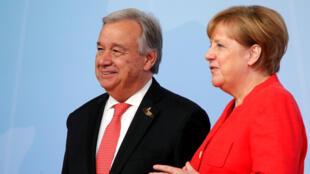 Le secrétaire général des Nations Unies, Antonio Guterres, reçu par la Chancelière allemande Angela Merkel, au Sommet du G20 à Hambourg, en Allemagne le 7 juillet 2017.