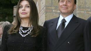 Сильвио Берлускони и Вероника Ларио 4 июня 2004.