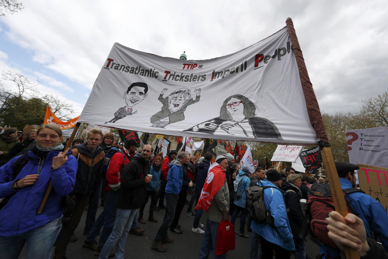 Người dân xuống đường biểu tình tại Đức phản đối Hiệp định TTIP ngày 23/04/2016.