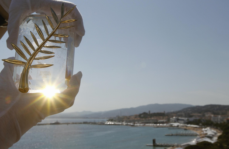 Эта Золотая пальмовая ветвь будет вручена победителю 65-го Каннского кинофестиваля