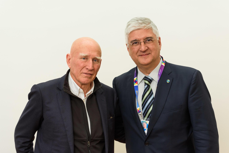 Sebastião Salgado (à esq.) e David Barioni Neto, comissário do Brasil na Expo 2015.