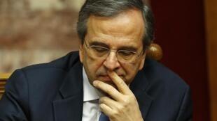 O premiê grego Antonis Samaras durante sessão de voto no Parlamento de Atenas, nesta segunda-feira, 29 de dezembro de 2014.