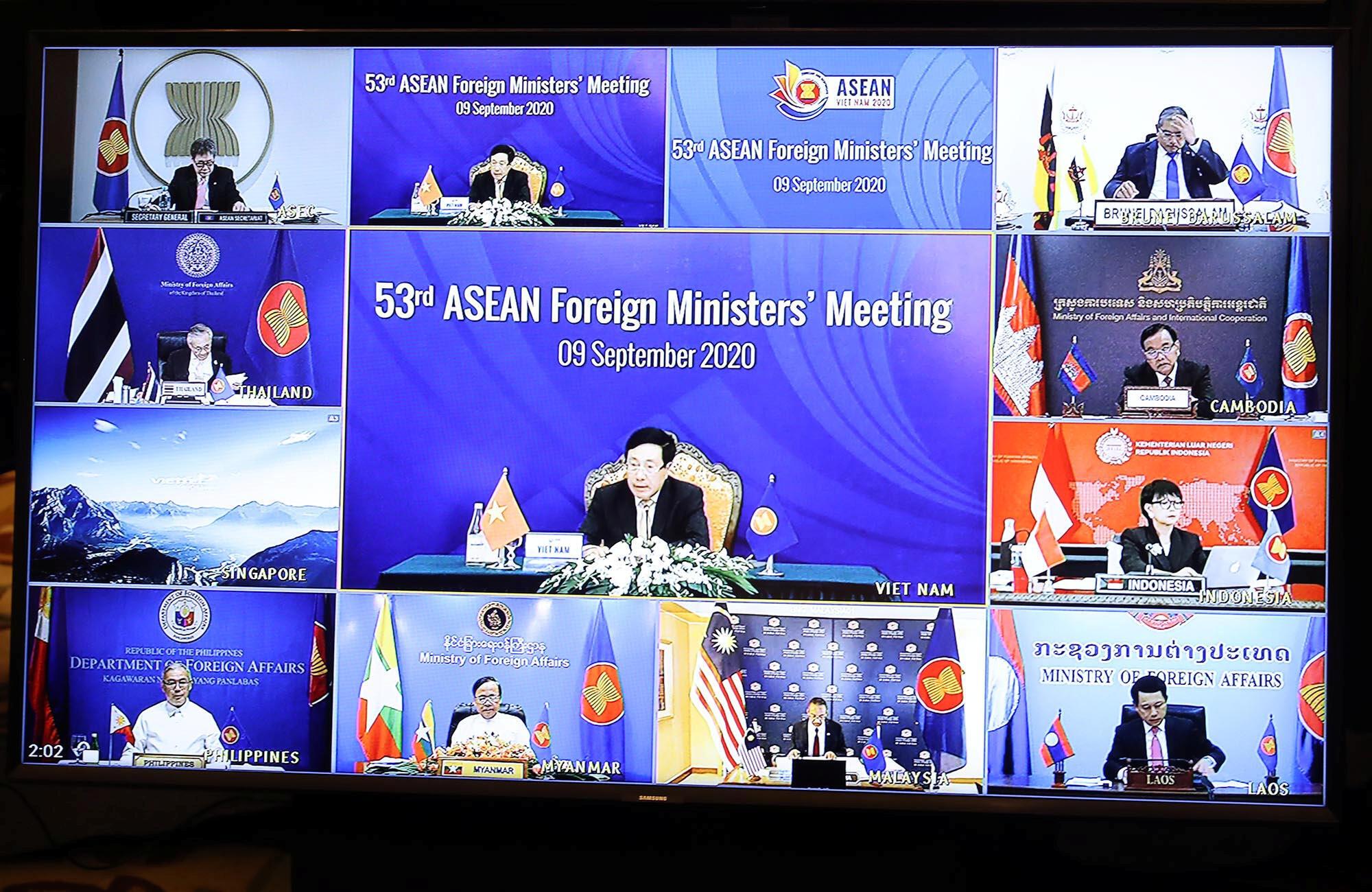 2020-09-09T042540Z_1916985298_RC2SUI9JL6WS_RTRMADP_3_ASEAN-SUMMIT