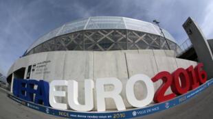 Estádio Riviera, em Nice, um dos locais dos jogos da Eurocopa 2016.