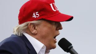Donald Trump durante un discurso de agradecimiento en Alabama.
