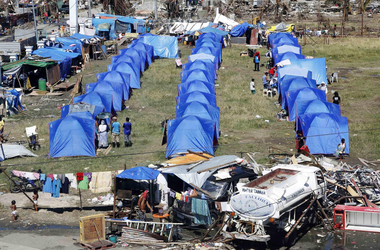 Khu trại tạm thời cho nạn nhân bão Haiyan, ở ngoại ô Tacloban, Philippines, 18/11/2013