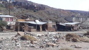 Des maisons endommagées par les inondations à Conchi Viejo, dans le nord du Chili, le 5 février 2019.