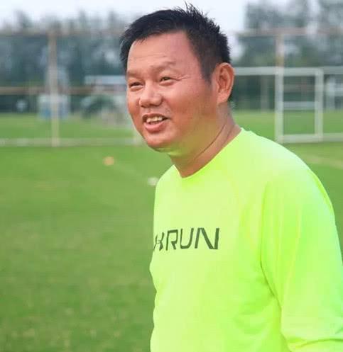 图为中国新浪网刊涉案女足教练陈广红照片