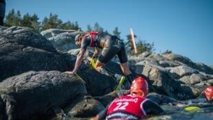 Dez quilômetros da competição são feitos a nado, nas frias águas do Mar Báltico. A temperatura da água varia entre 10 e 15 graus.