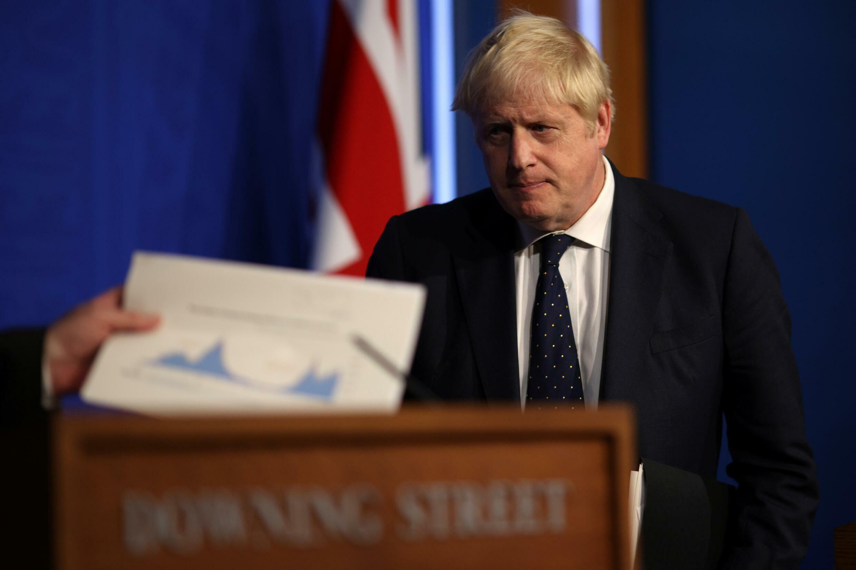 Boris Johnson llega a una comparecencia informativa sobre la situación de la pandemia del coronavirus, el 14 de septiembre de 2021 en su residencia oficial de Downing Street, en Londres