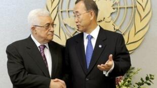 Le président palestinien Mahmoud Abbas et le secrétaire général de l'ONU Ban Ki-moon au siège des Nations unies, à New York, le 19 septembre 2011.