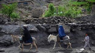 Des femmes à dos d'âne dans la province centrale de Samangan, en Afghanistan (photo d'illustration).