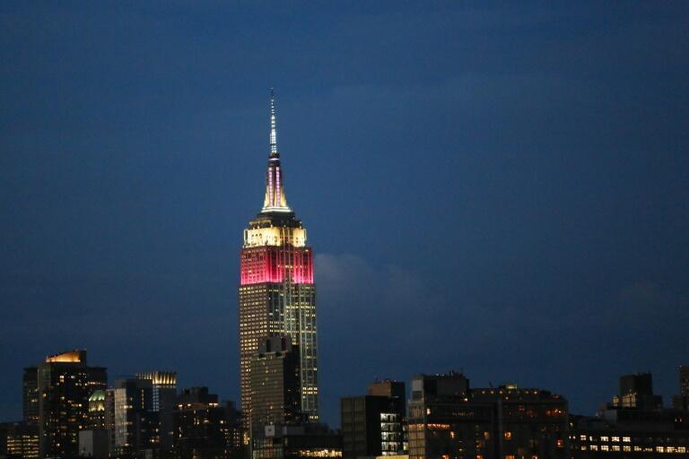 طبقات بالای امپایر استیت رنگهای شرکت هواپیمایی قطر را گرفت