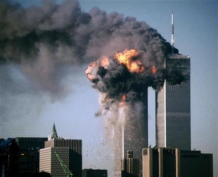 Torres Gêmeas do World Trade Center em chamas, depois de serem atingidas pelos aviões.