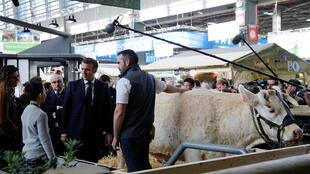 2020-02-22T113000Z_2027498094_RC2N5F9MUAEJ_RTRMADP_3_FRANCE-AGRICULTURE-SHOW-MACRON