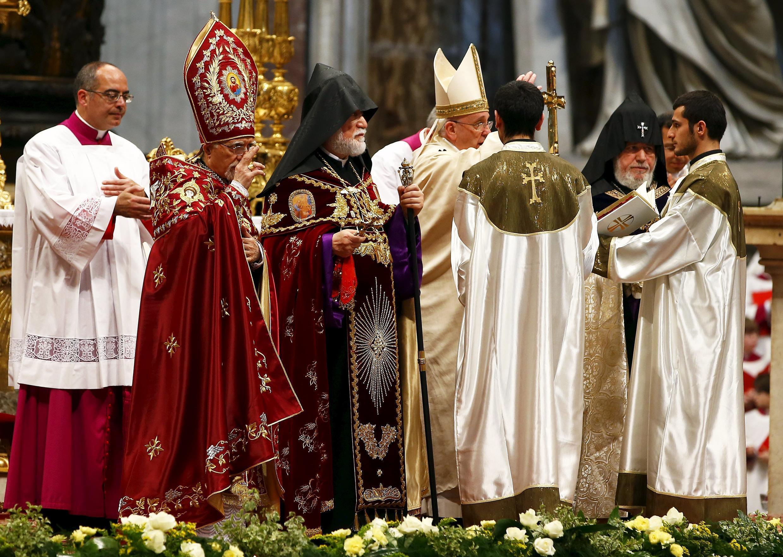 Đức Giáo Hoàng Phanxico làm lễ kỷ niệm 100 năm vụ thảm sát Armenia tại Vatican ngày 12/04/2015.