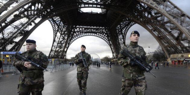 """在巴黎參與反恐""""步哨行動""""的法國士兵資料圖片"""
