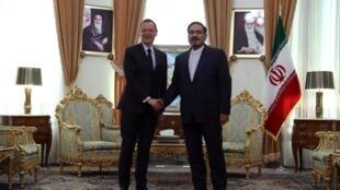 Nhà ngoại giao Pháp Emmanuel Bonne (T) và chuẩn đô đốc Ali Shamkhani tại Teheran ngày 10/07/2019.