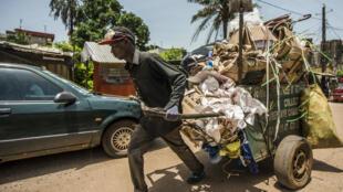 Dans les rues de Conakry (photo d'illustration)